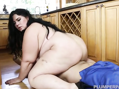 Hungry fat girl finishes baking and fucks a horny guy in her kitchen