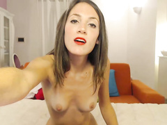 Slender cam beauty in red lipstick gives a great amateur blowjob
