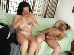 Italian mature slut with saggy titties fucks a horny guy
