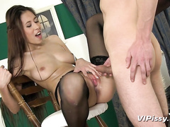 Paula Shy likes to play pissing games